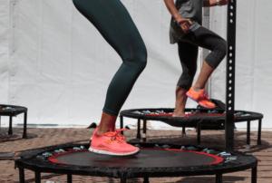 træning på trampolin